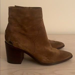 Chestnut booties with metal plate